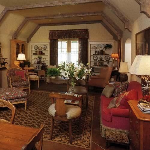 Old Living Room: Old World Romantics Living Room